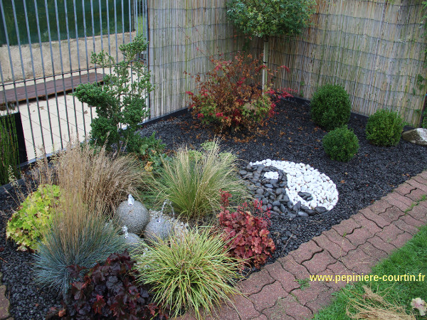 jardin avec une fontaine